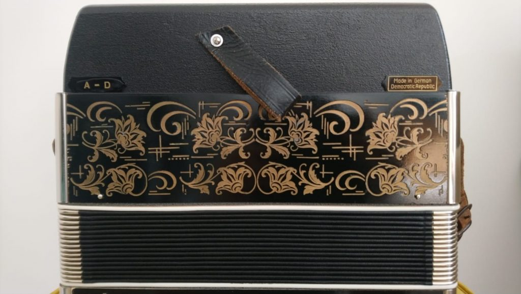 A/D Weltmeister Melodeon display made in DDR
